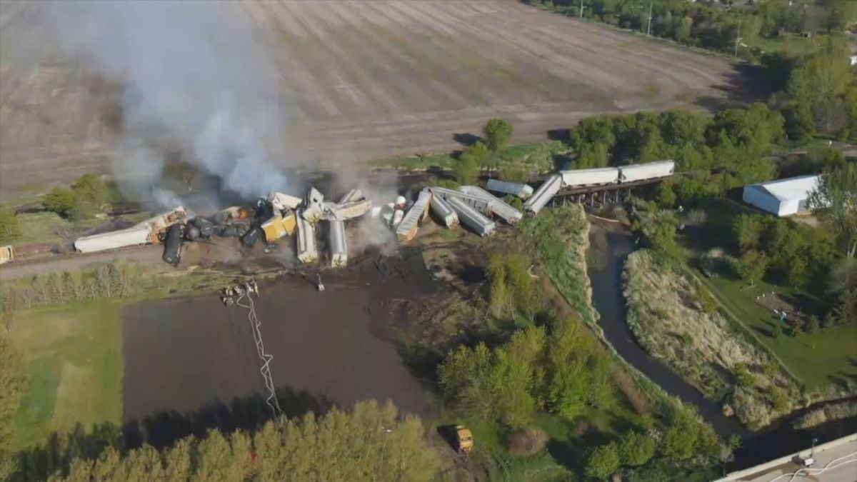 A Union Pacific spokesperson said crews finished cleaning up the derailed cars near Sibley, IA...