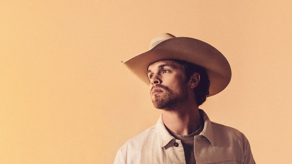 Country musician Dustin Lynch will perform at the grandstand on Saturday, September 4th.