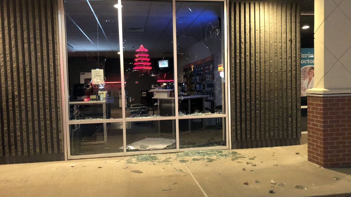 Verizon Store at 41st St. and Kiwanis Avenue was vandalized Sunday night