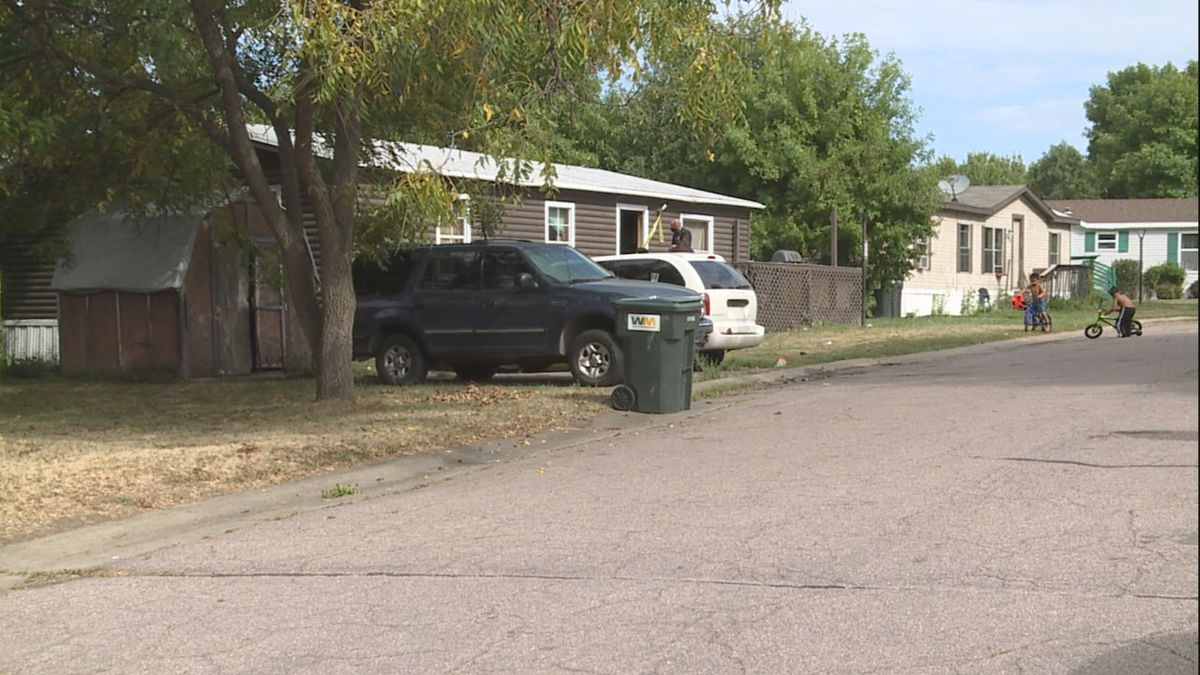 Police responded to a report of a stabbing in western Sioux Falls Tuesday morning.