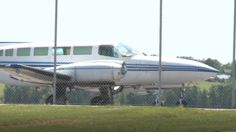 Thune urges DOT to re-examine Watertown, Pierre airport contracts