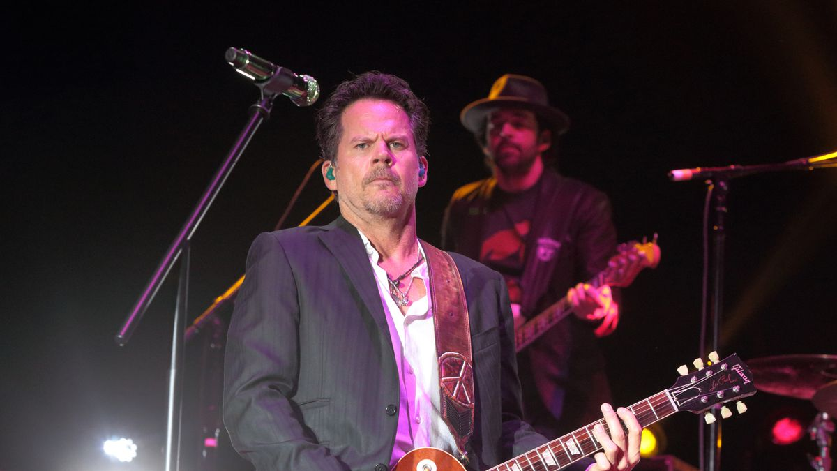 Singer-songwriter Gary Allan performs on Day 2 of the 2015 Big Barrel Country Music Festival at...